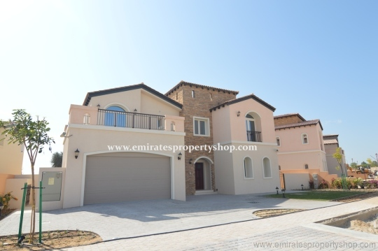 Large Family Villa With full golf course view at Jumeirah Golf Estates