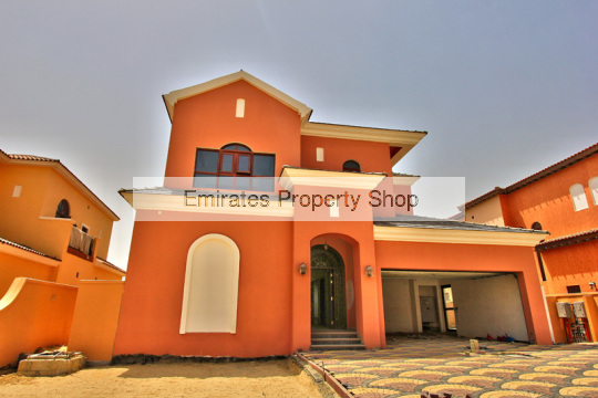 Large family villa with 2 staff rooms for sale in Jumeirah Golf Estates