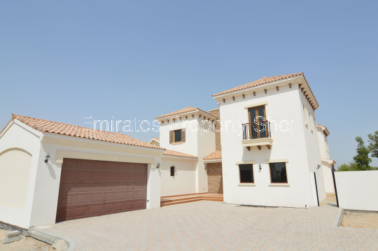 Large 5 Bedroom Dubai Villa for Rent with Full golf course Views